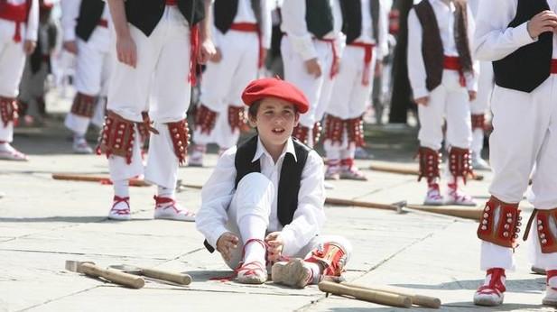 Más de 3.500 dantzaris tomarán la Gran Vía bilbaina el domingo